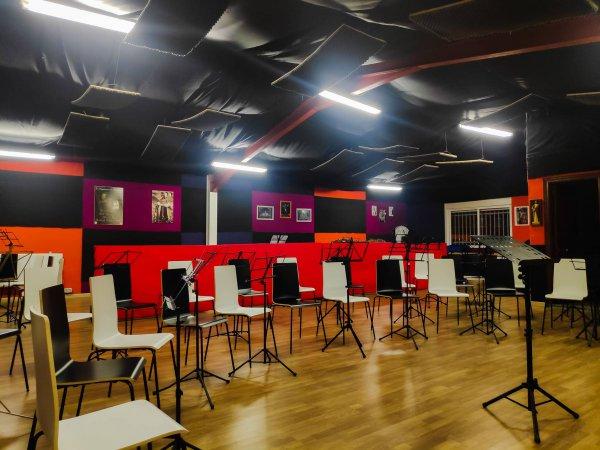 Muestra sala de ensayo de la Agrupación Musical Virgen de la Vega (Salamanca)